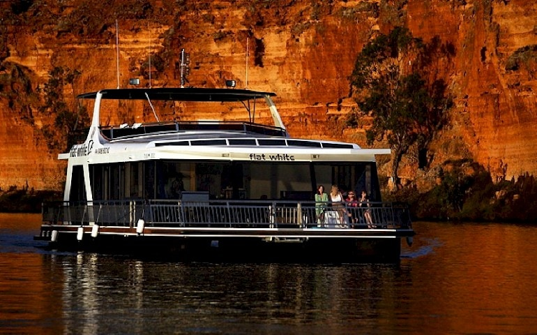 luxury houseboats hire on the river murray in mannum  sa